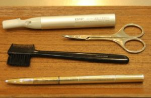 女の濃い眉毛の初めての整え方の道具