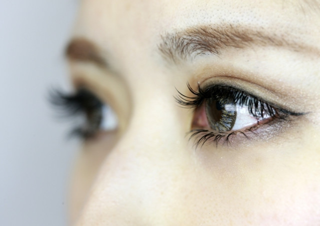 eyelash extension self off title