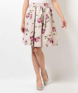 女性向け婚活パーティー服装の画像スカート
