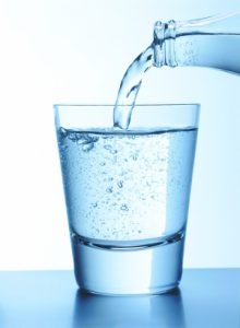 唇のくすみを消す水分補給